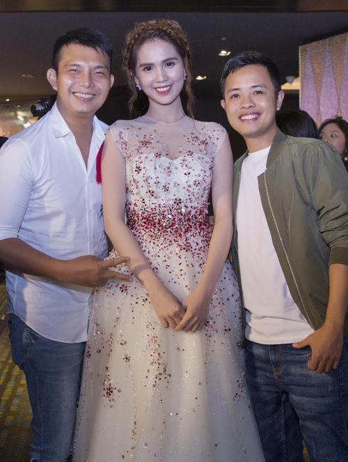 Nhà thiết kế Đỗ Long và nhiếp ảnh gia Lê Thiện Viễn đồng hành chăm chút trang phục, hình ảnh cho Ngọc Trinh.