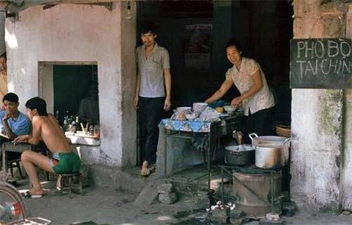 Phở, nét đặc trưng của ẩm thực Hà Nội cũng xuất hiện trên những con phố Hà Nội xưa