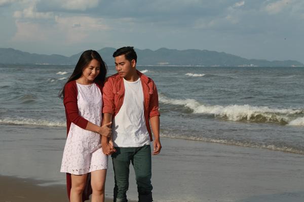 Sau những sóng gió, người lính biển và cô gái mồ côi cũng được đoàn tụ, cùng nhau xây dựng hạnh phúc.
