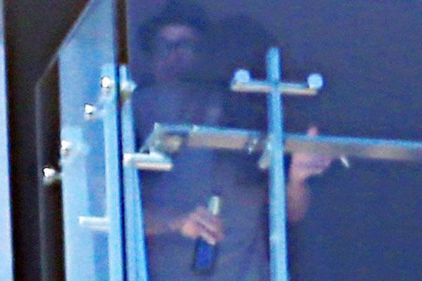 Lần cãi nhau đó đã kết thúc nhanh bằng cái ôm làm hòa của vợ chồng Jolie. Tuy nhiên, từ đây có nhiều tin đồn phát tán về thói nghiện rượu của Brad. Bộ phim By the Sea của họ sớm hoàn thành tuy nhiên sau đó đã không đạt được thành công như mong đợi, thậm chí rất ế ẩm tại phòng vé. Mới đây, bạn gái cũ của Brad Pitt là diễn viên Elizabeth Daily tiết lộ rằng, cô đã có dự cảm không tốt về cuộc hôn nhân của Brangelina khi xem bộ phim này. Tôi cảm thấy chuyện chia tay rồi sẽ xảy ra. Khi xem bộ phim, tôi đã thấy năng lượng giữa họ rất rời rạc. Dường như bộ phim đã gây ảnh hưởng tới cuộc sống của họ. Tôi đã cảm thấy có điều gì đó không ổn, Elizabeth Daily chia sẻ trên RadarOnline.