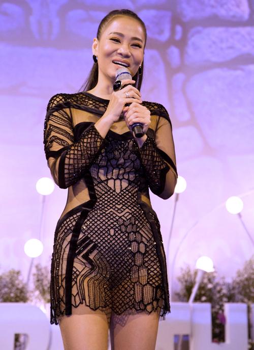 Giám khảo Vietnam Idol cận kề tuổi 40 nhưng vẫn rất trẻ trung, tràn đầy năng lượng.