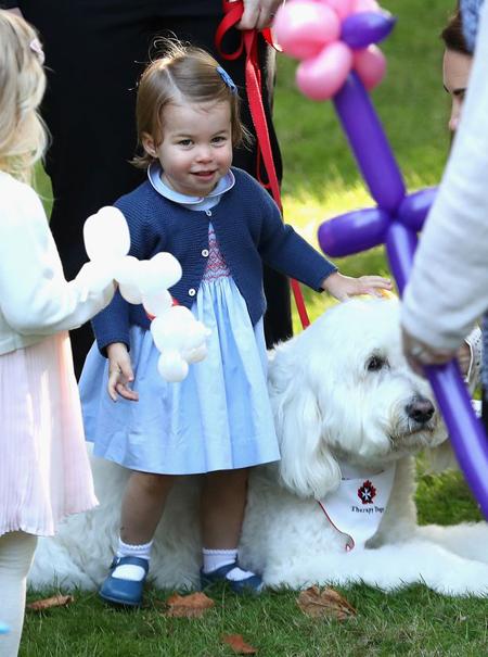 Đại diện của cặp vợ chồng hoàng gia cho biết họ rất vui khi có cơ hội giới thiệu hai con với công chúng Canada, để chúng được vui đùa với những đứa trẻ khác khi có mặt ở đây.