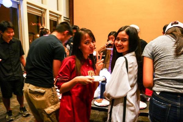 Xuân Nghi tham gia các hoạt động cùng bạn bè trong trường. Cô nàng dễ thương và rất hòa đồng cùng bạn bè.