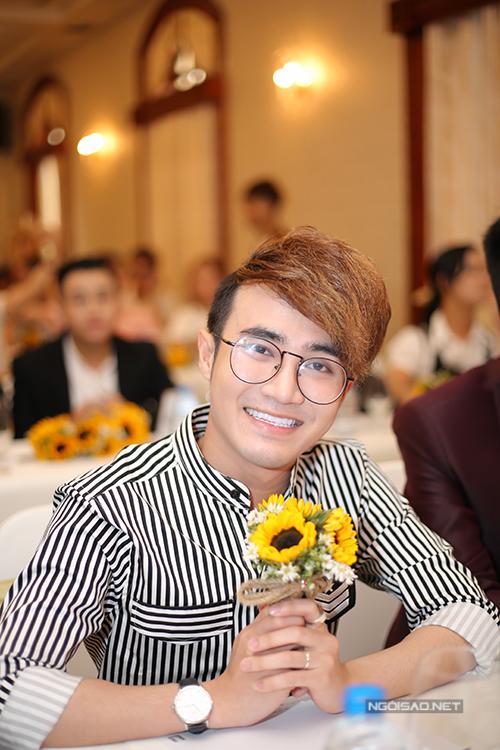 Diễn viên Huỳnh Lập cùng các gương mặt trẻ như La Thành, Hữu Tín... cũng làm khách mời trong show của Việt Hương. Ngoài diễn xuất, Huỳnh Lập còn tham gia biên tập, đạo diễn một tiểu phẩm trong đêm diễn này.