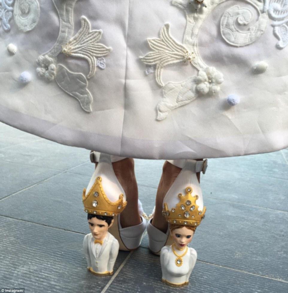 Giày cưới đặc biệt, có một không hai của cô dâu.