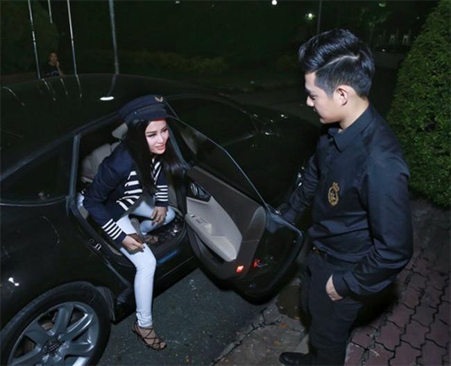 Ngoài xe 3 tỷ, Ông Cao Thắng và Đông Nhi còn có một vài chiếc xe ô tô đắt tiền khác nữa.