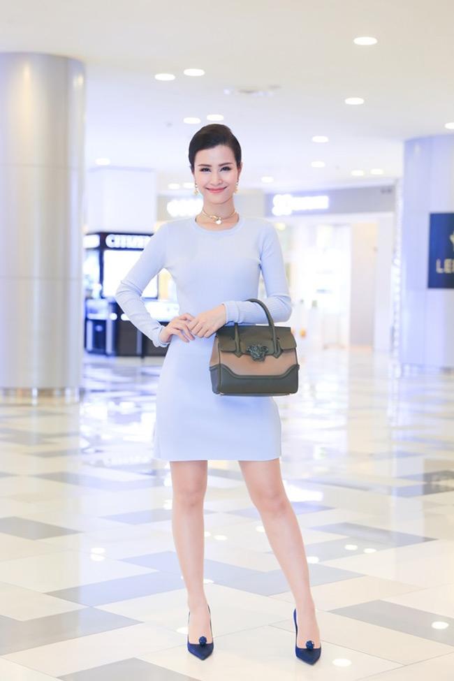 Đông Nhi cũng hiếm khi mặc hàng hiệu nhưng cũng đều chi tiền không tiếc tay cho thời trang.