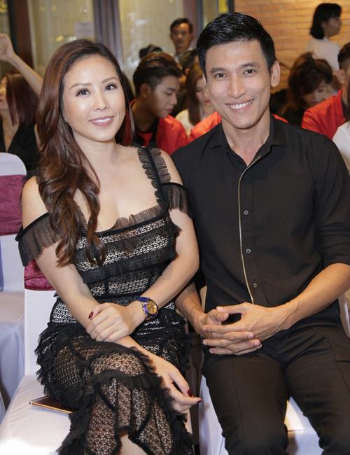 Hoa hậu Thu Hoài thân thiết với doanh nhân Hải Quân - tình cũ của người đẹp Oanh Yến.