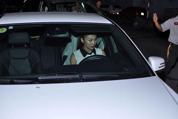 Xe hơi của Thanh Hằng cũng gây tai nạn khiến nhiều cô phải khốn đốn giải quyết vụ việc mất một thời gian dài.
