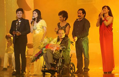 Hình ảnh nhạc sĩ Thanh Tùng trên xe lăn đã ám ảnh Hồ Quỳnh Hương