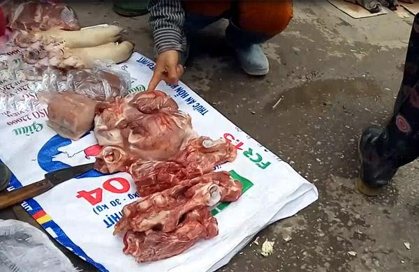 Sợ xanh mặt với những tảng thịt bốc mùi ôi giá 30 nghìn đồng/kg