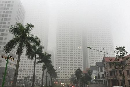 Hà Nội chìm trong sương mù dày đặc từ sáng cho tới trưa 31/3. Ảnh: T.Hằng