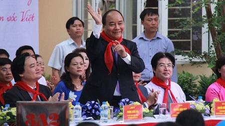 Thủ tướng Nguyễn Xuân Phúc dự Khai giảng tại trường THCS Nguyễn Đình Chiểu. Ảnh: VN