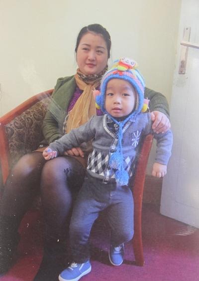 Chị Thắm chụp ảnh cùng con trai đầu