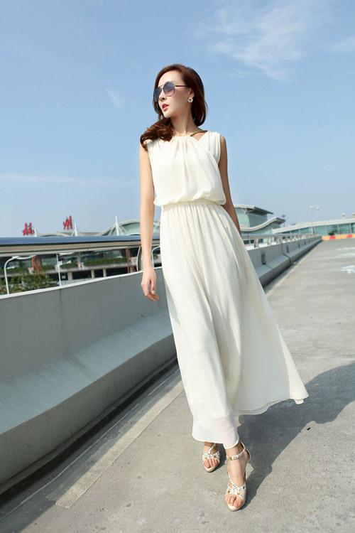 Váy trắng cũng là một gợi ý không tồi giúp bạn trông giống như những nàng công chúa xinh đẹp trong chuyện cổ tích.
