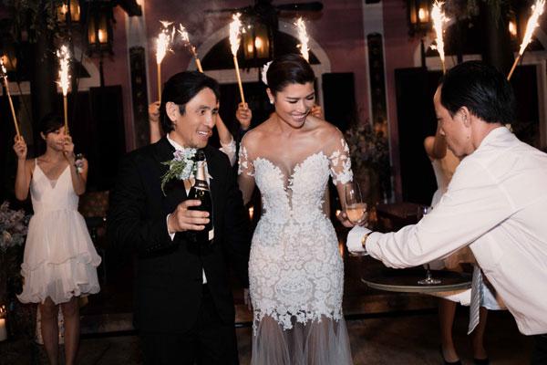 Nhưng cuối cùng ông xã của Trang Lạ lại quyết định tổ chức một bữa tiệc sang trọng tại biệt thự mang tên nghệ danh của cô.