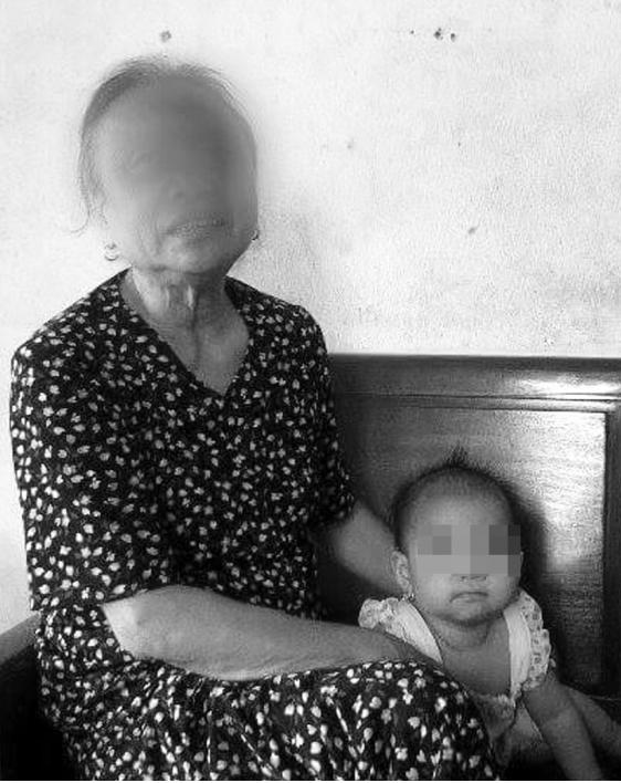 Bà Đới Thị M, một trong những người dân xã Quảng Chính trở nên trắng tay vì bị vỡ hụi. Ảnh: Ngọc Hưng