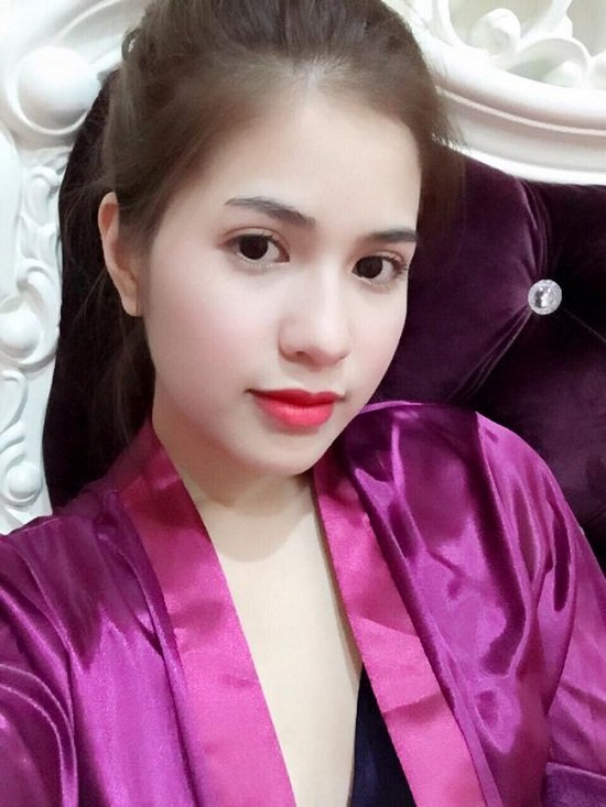 Ngoài gương mặt xinh đẹp, Trần Hương cũng sở hữu làn da trắng hồng mịn màng và gương mặt Vline thon gọn. Không chỉ vậy, cô cũng có phong cách thời trang rất trẻ trung và vô cùng sành điệu.