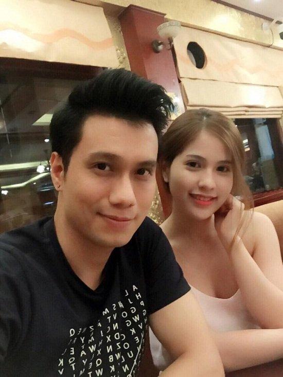 Theo chia sẻ, Việt Anh và Trần Hương đã quen nhau được 4 năm. Dù biết nam diễn viên đã từng ly hôn và có con riêng nhưng điều này vẫn không ảnh hưởng đến tình yêu của hai người.