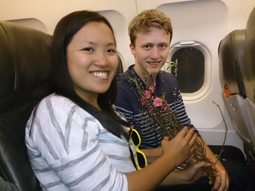 Hành khách được vận chuyển hoa đào, mai qua đường hàng không của Vietjet.