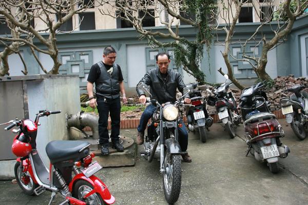 Bất ngờ chiếc mô tô lại khởi động chỉ còn 15 phút nữa là đến giờ đưa tang.