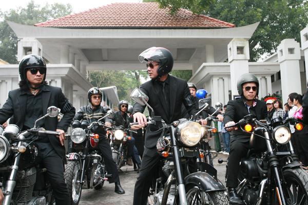 Anh Tuấn cũng là người kêu gọi các biker chơi xe mô tô phân khối lớn tham gia tiễn đưa ca sĩ Trần Lập.