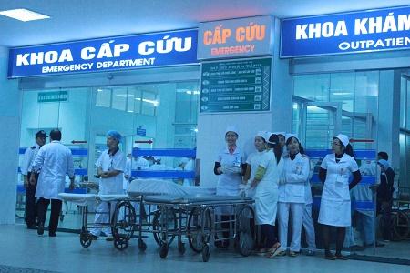 Đội ngũ y, bác sĩ được huy động đón và cấp cứu số công nhân nhập viện vì ngộ độc