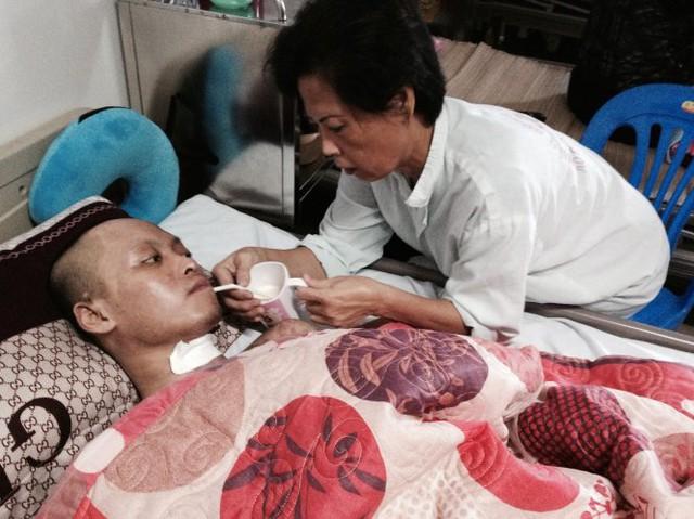 Trần Vương Công Thành đang điều trị tại Viện Bỏng - Ảnh: Quỳnh Liên