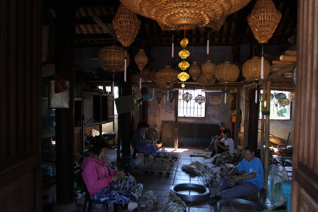 Nghề làm đèn lồng ở Hội An đã có từ hàng trăm năm nay. Đèn lồng truyền thống là một trong những sản phẩm độc đáo của Hội An – di sản văn hóa thế giới