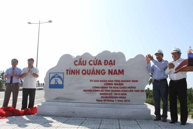 Sáng 9/10, Ban Quản lý Khu kinh tế mở Chu Lai tổ chức gắn biển công trình cầu Cửa Đại, thi đua chào mừng Đại hội Đảng bộ tỉnh Quảng Nam lần thứ XXI, nhiệm kỳ 2015-2020