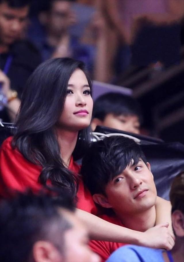 Dù chênh lệch về sự thành công vànổi tiếng trong sự nghiệp ca hát, Đông Nhi và Ông Cao Thắng vẫn hạnh phúc bên nhau sau 6 năm.