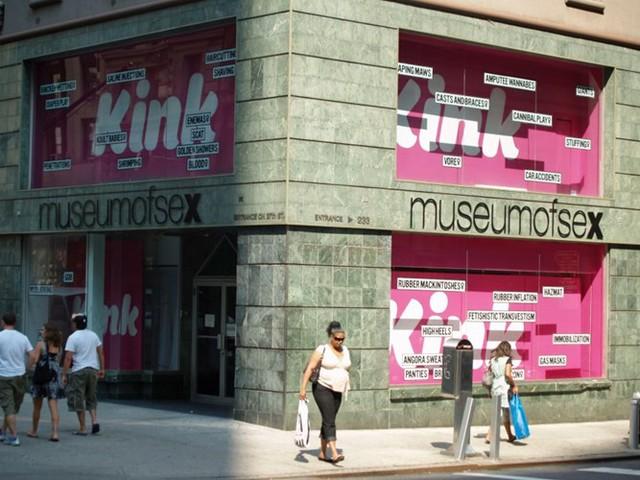Bảo tàng Sex ở New York, Mỹ còn được gọi là Bảo tàng MoSex trưng bày nhiều tác phẩm nghệ thuật về tình dục bao gồm tranh ảnh, trang phục, các tư thế sex...