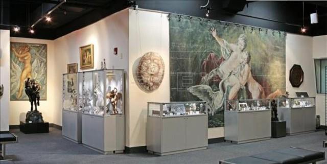 Bảo tàng Nghệ thuật tình dục Miami do Naomi Wilzing mở cửa. Nơi đây trưng bày các tác phẩm của Rembrandt van Rijn và Pablo Picasso cũng như các hiện vật độc đáo liên quan đến tình dục.