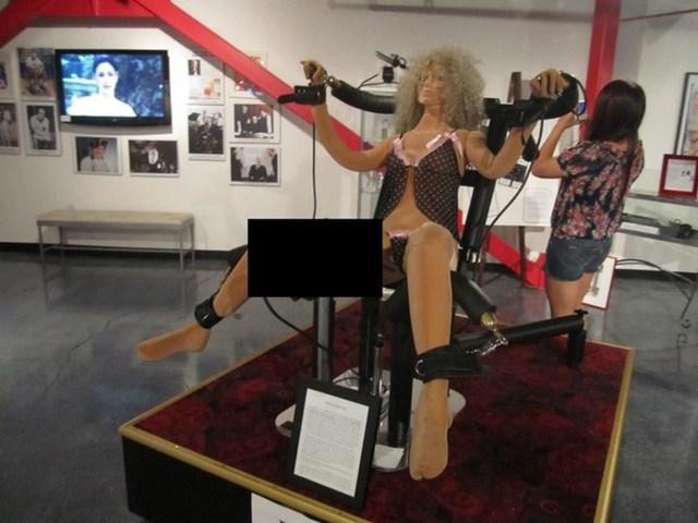 Bảo tàng Erotic Heritage còn được biết đến với tên gọi Bảo tàng Harry Mahoneys Erotic Heritage (Las Vegas, Mỹ) trưng bày đủ mọi thứ liên quan tới tình dục như các tư thế phòng the.