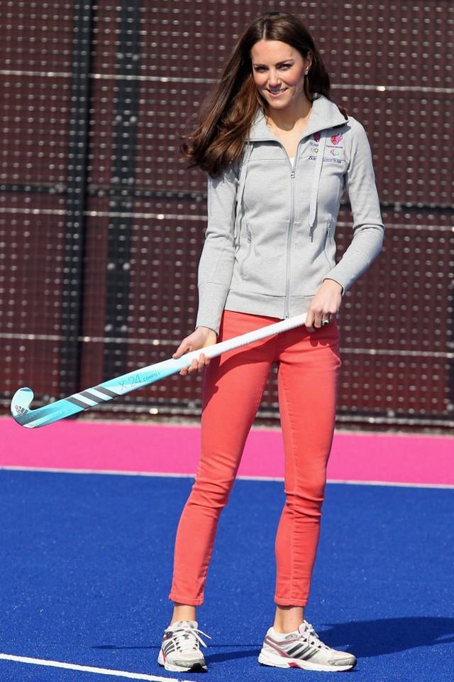 Một hình ảnh khác lạ của công nương Kate trong bộ đồ thể thao.