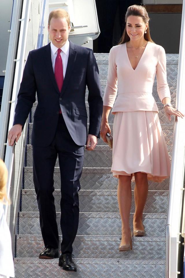 Công nương Kate Middleton là một trong những biểu tượng thời trang hàng đầu thế giới. Hầu hết các trang phục của công nương Anh đều được các tín đồ thời trang săn lùng sau đó.