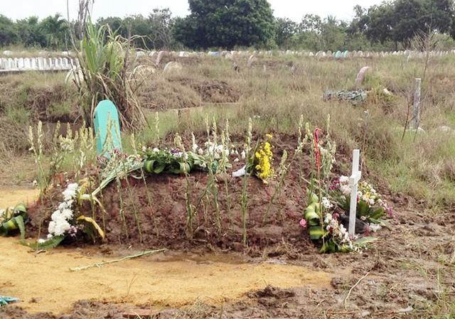 Nữ sinh được an táng trong nghĩa địa gần biển Bạc Liêu. Ảnh: Việt Tường.