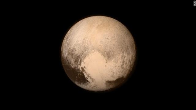 Tiểu hành tinh Pluto phải mất 248 năm để quay quanh Mặt trời.