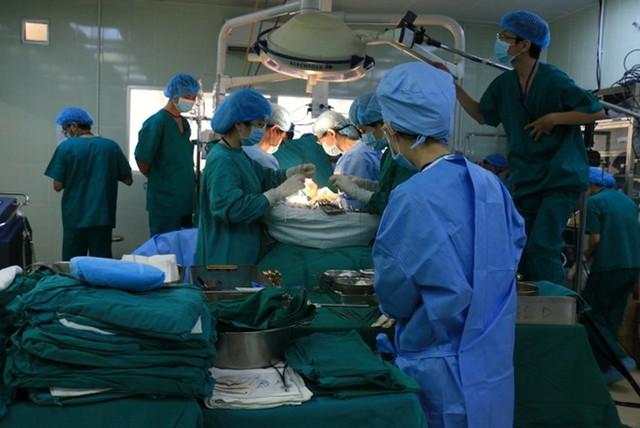 Các bác sĩ đã giành sự sống cho bệnh nhi ngưng tim.