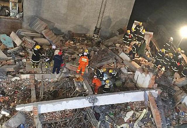 Quang cảnh đổ nát tại hiện trường sau khi tai nạn xảy ra - Ảnh: Tân Hoa Xã