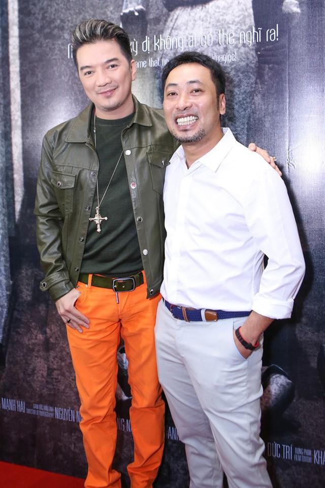 Buổi ra mắt phim tại TP HCM còn thu hút sự xuất hiện của nhiều nghệ sĩ nổi tiếng. Ca sĩ Đàm Vĩnh Hưng và đạo diễn Nguyễn Quang Dũng dù bận rộn vẫn đến chúc mừng những người bạn thân thiết.
