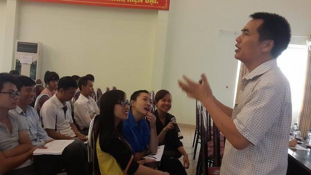 BS Nguyễn Tân Sơn, Trưởng phòng nghiệp vụ Trung tâm Đào tạo, Bồi dưỡng – Tổng cục DS-KHHGĐ đã giao lưu, trao đổi với các bạn trẻ về lợi ích của việc tư vấn sức khỏe tiền hôn nhân