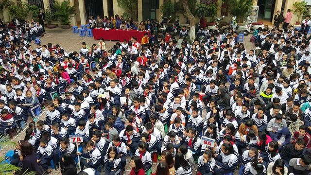 Hơn 800 học sinh trường THCS Hoàn Kiếm tham gia buổi sinh hoạt CLB.