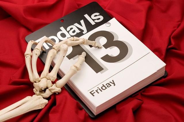 Nhiều người tránh làm bất cứ việc gì vào thứ sáu ngày 13. Ảnh: Dogonews.