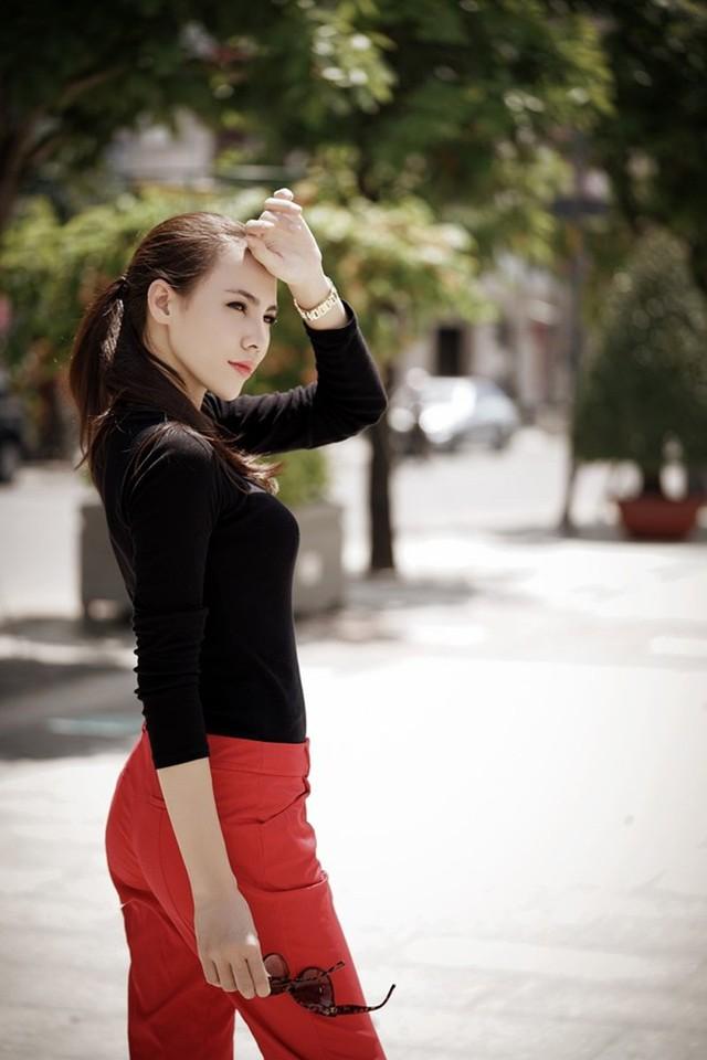 Đại diện nhan sắc Việt tự hào khi sở hữu gò má cao, gương mặt góc cạnh. Người đẹp khẳng định chưa từng đụng dao kéo. Ảnh: Nhân Phạm.