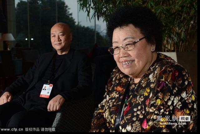 Tỷ phú Châu Lệ Hoa vốn là fan hâm mộ của diễn viên Trì Trọng Thụy. Bà cũng nổi tiếng là người yêu chiều chồng hết mực. Ảnh: iFeng.