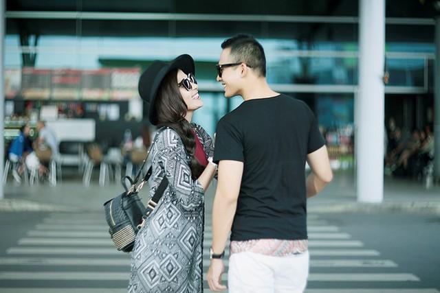 Nam diễn viên cho biết, Thúy Diễm yêu thích phong cảnh hoài cổ ở Hội An nên anh chiều lòng vợ. Do bận rộn lịch đóng phim nên đây là buổi chụp ảnh cưới đầu tiên của cặp diễn viên. Vừa xuất hiện, cặp đôi Rau muống tháng 9 đã gây chú ý ở một góc sân bay Tân Sơn Nhất.