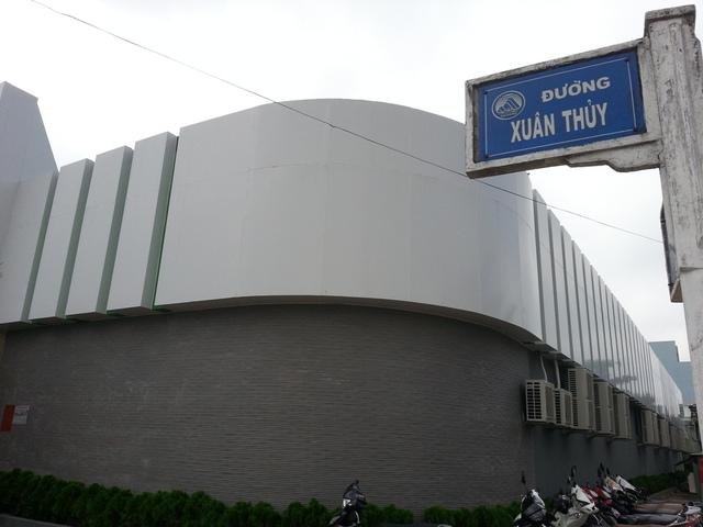 Showroom H.A Cao su thiên nhiên (148 Xuân Thủy, quận Cẩm Lệ, Đà Nẵng) được xây dựng như lô cốt...Ảnh Đức Hoàng