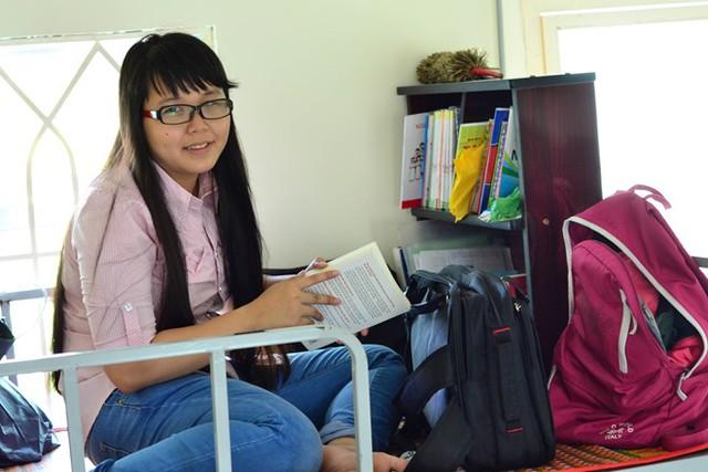 Minh Thư đang nỗ lực để trở thành sinh viên ĐH Kinh tế trong năm tới.