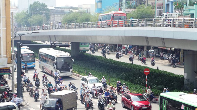 Cô gái bị xe Phương Trang hất văng từ cầu vượt xuống đường